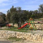 Dětské hřiště u pláže v Mandre